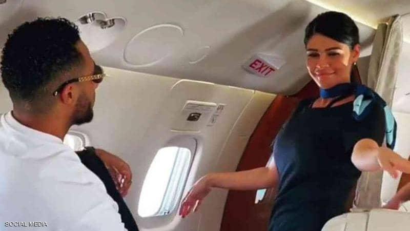 محمد رمضان مع مضيفة طائرته