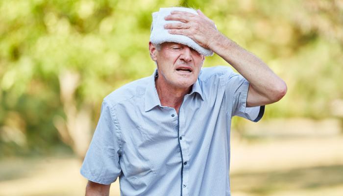 خطوات إنقاذ الشخص المصاب بالإجهاد الحراري