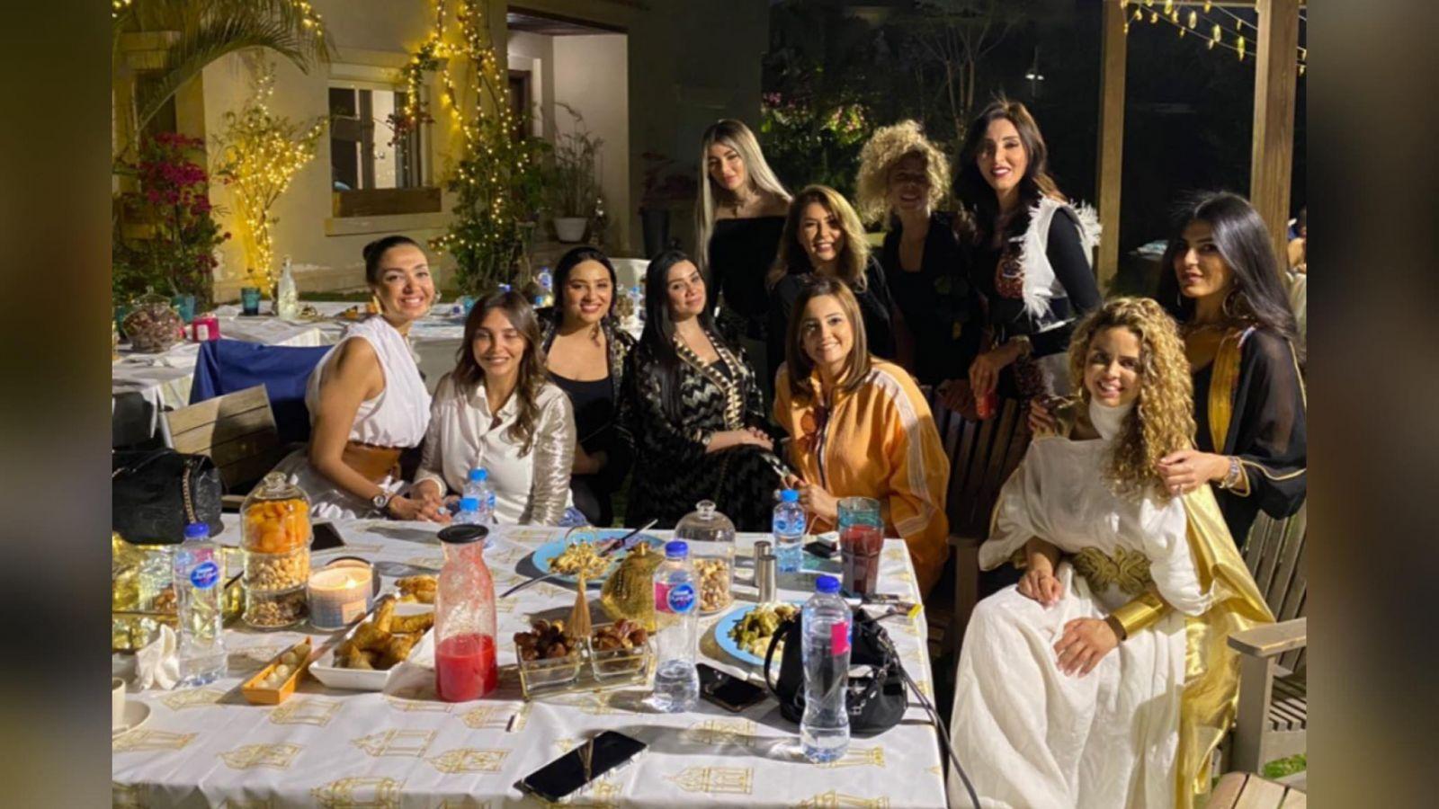 على فطار رمضان.. شيرين ممدوح تستضيف مجموعة من الفنانين في منزلها