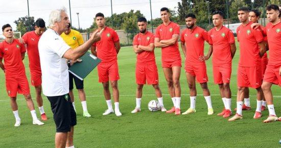 خليلوزيتش مع لاعبي المنتخب المغربي