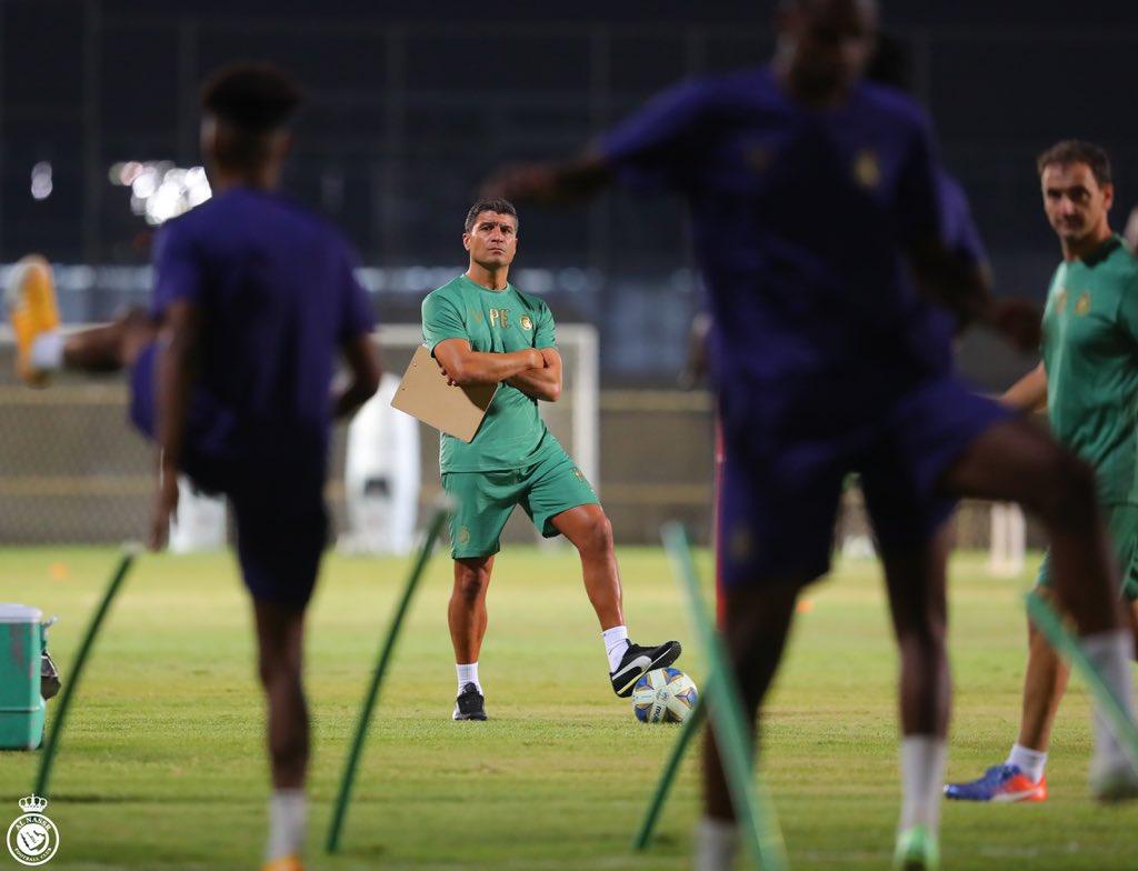 بيدرو إيمانويل يقود تدريبات النصر