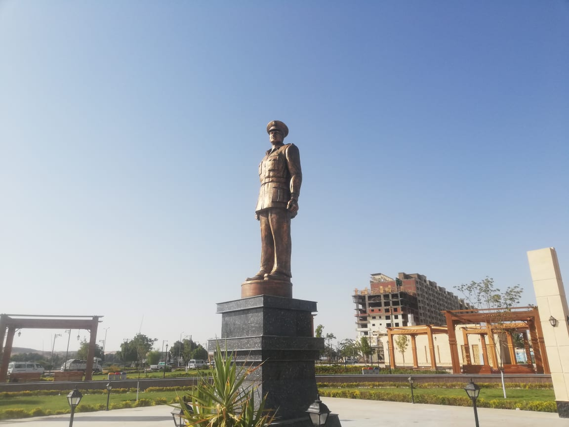 نصب تمثال المشير طنطاوي بأسوان