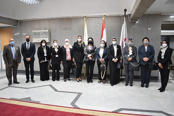 النائب العام يلتقي عضوات النيابة العامة عقب انتهاء دورة تأهيلهن.. صور
