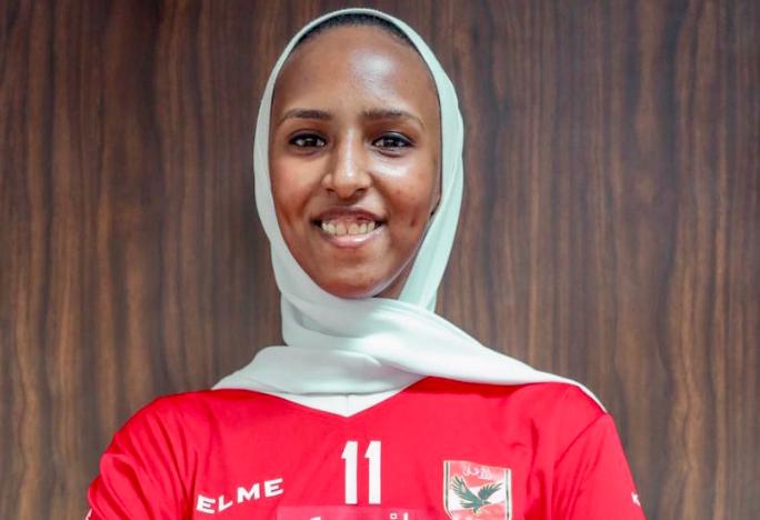 آية خالد لاعبة فريق الكرة الطائرة بالنادي الأهلي