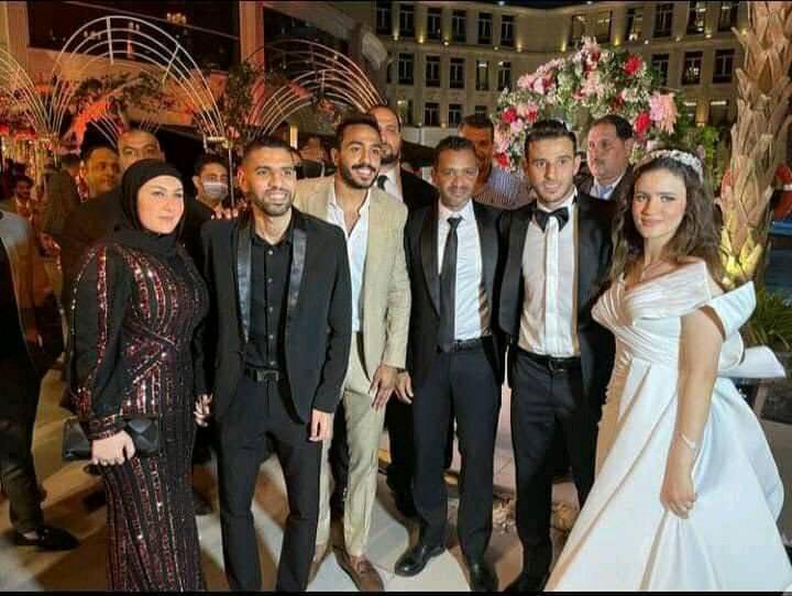 رمضان صبحي وزوجته من حفل زفاف حمدي فتحي