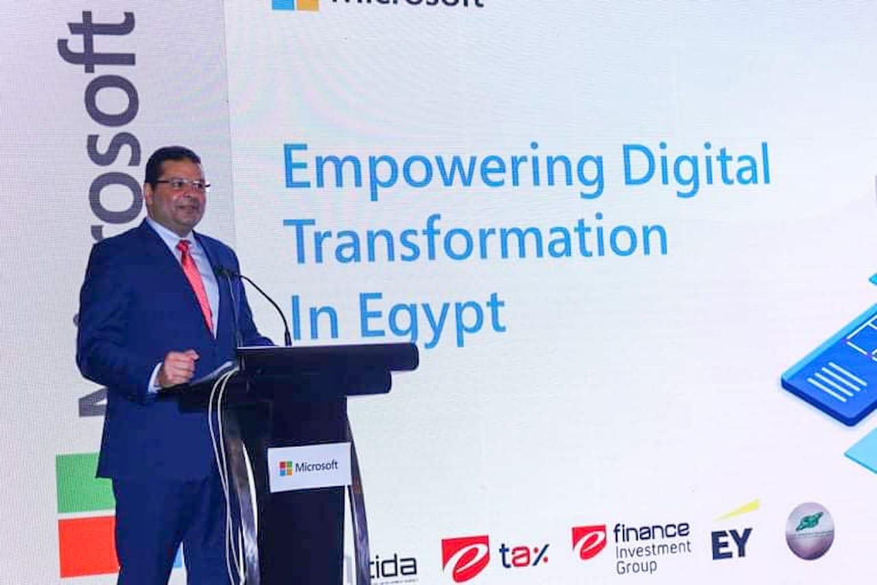 إيهاب أبو عيش نائب الوزير لشئون الخزانة العامة للدولة خلال الإطلاق التجريبى لمنظومة الإيصال الإلكتروني