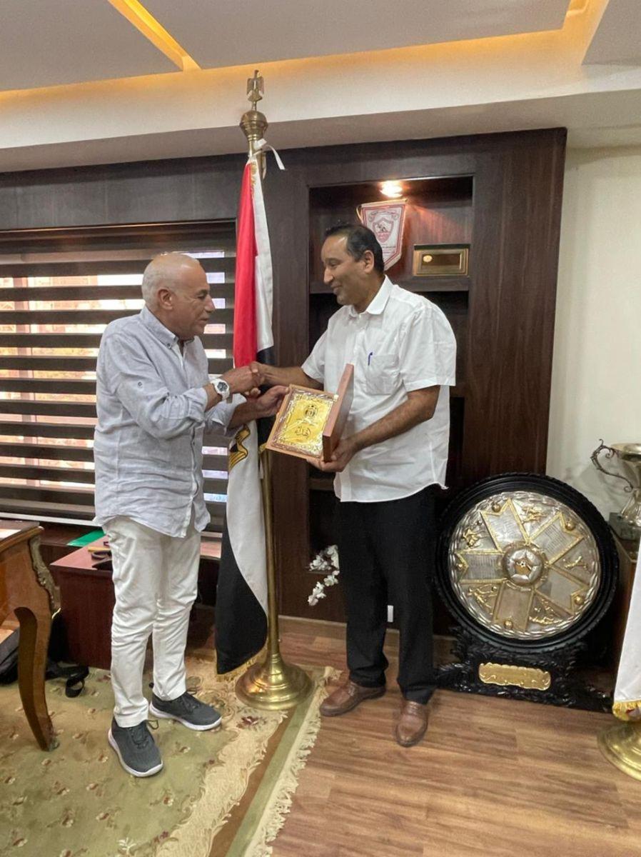 حسين لبيب يستقبل رئيس نادي المدينة الليبي