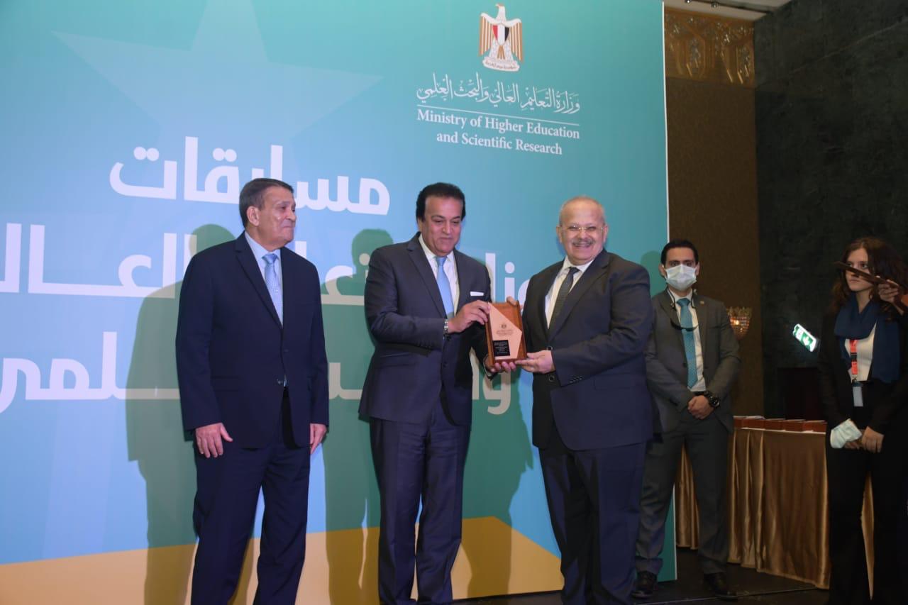 وزير التعليم العالي ورئيس جامعة القاهرة