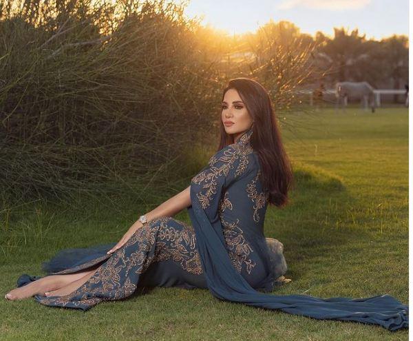 ديانا حداد بالعباءة الخليجية