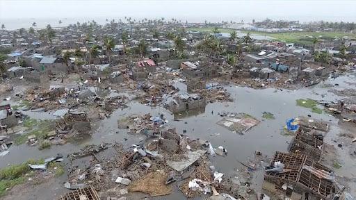 إعصار إيدا يغرق السيارات