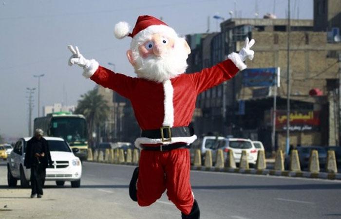 شاهد.. كاريكاتيرالوفد يرصد زيارة بابا نويل إلى مصر