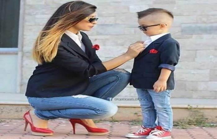 بالصور.. تألقي مع طفلك في عيد الأم بإطلالة مشابهة