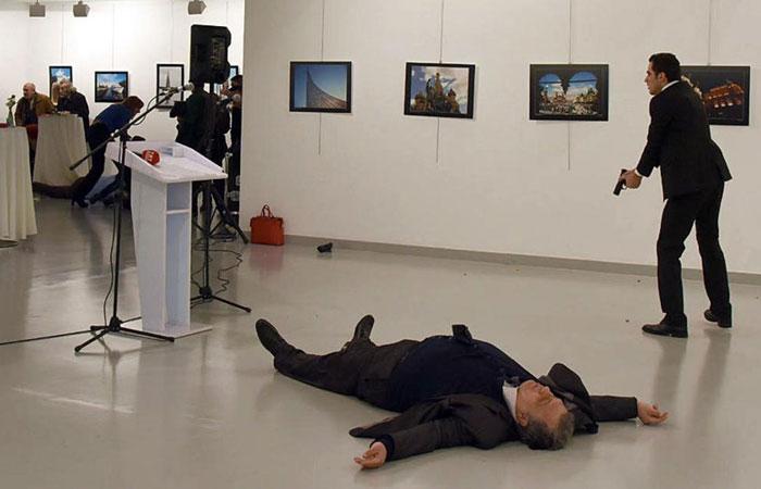 شاهد.. اغتيال السفير الروسي في كاريكاتير الوفد
